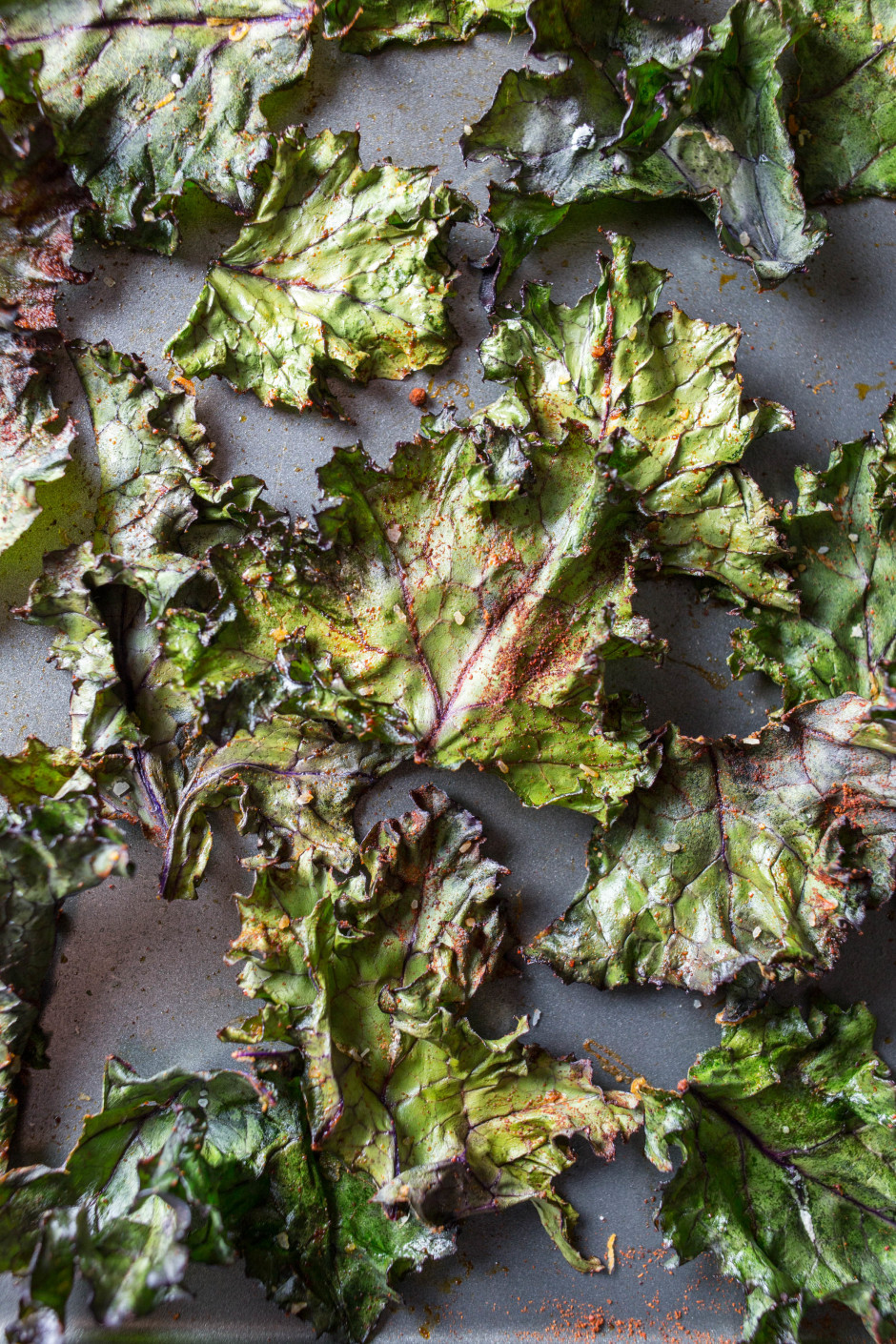 herbed beet puree + spicy kale chips (with a side of salmon) l punctuated. with food