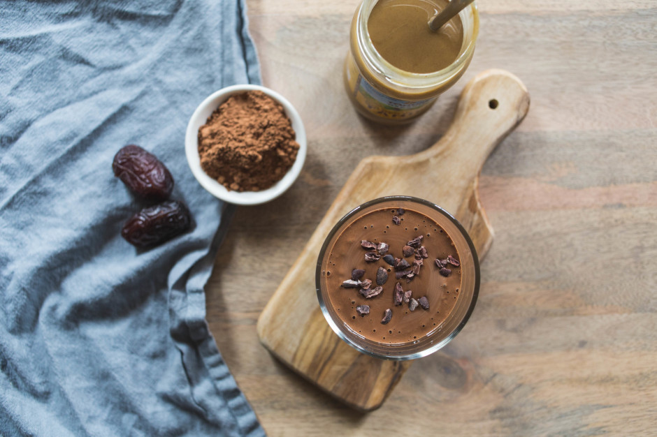 chocolate and tahini smoothie l punctuated. with food